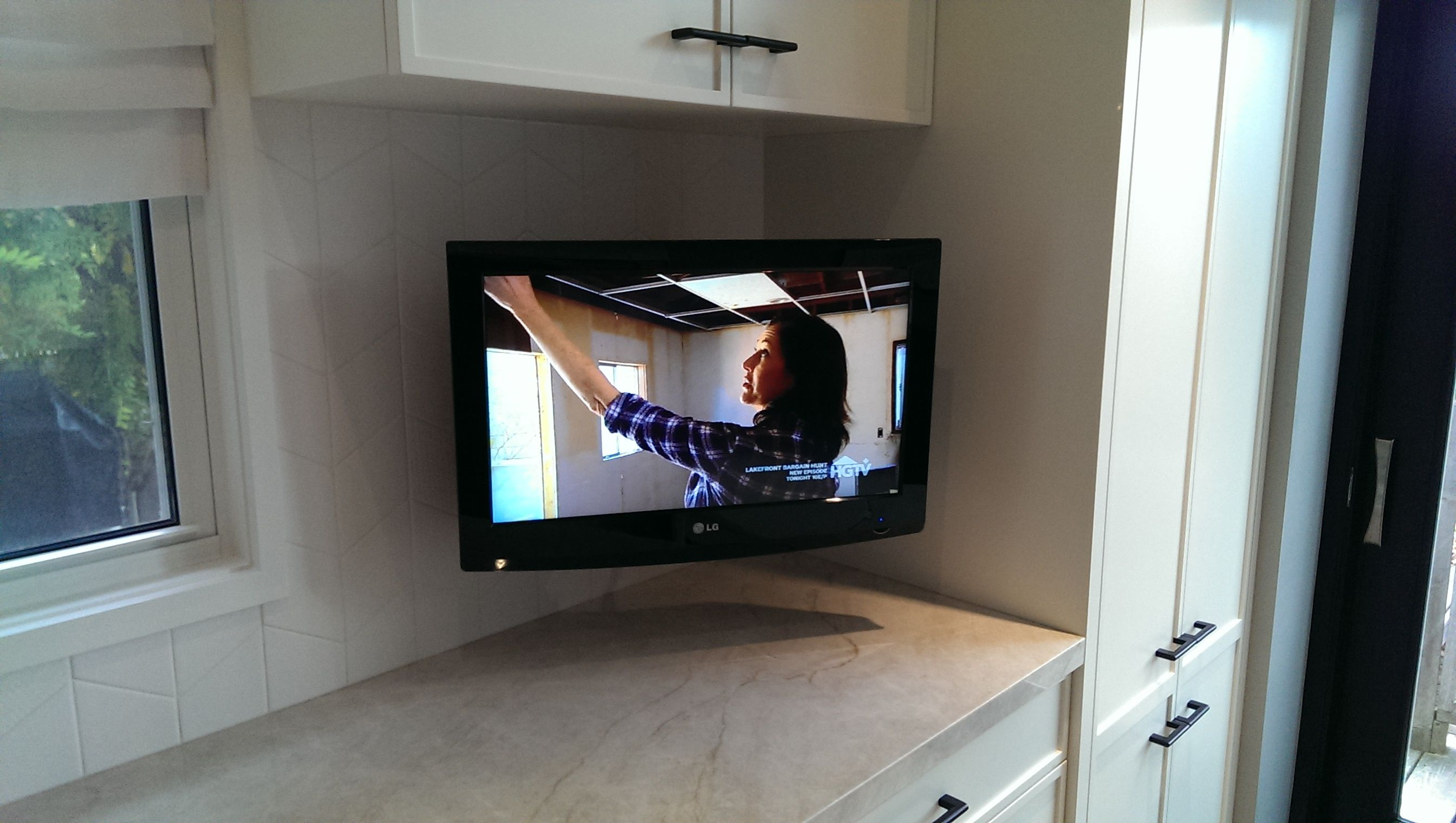 Kitchen Tv No Visible Cables Wall Mounted Tv Tv In Kitchen Wall Mounted Tv Wall Mounted Tv Cabinet