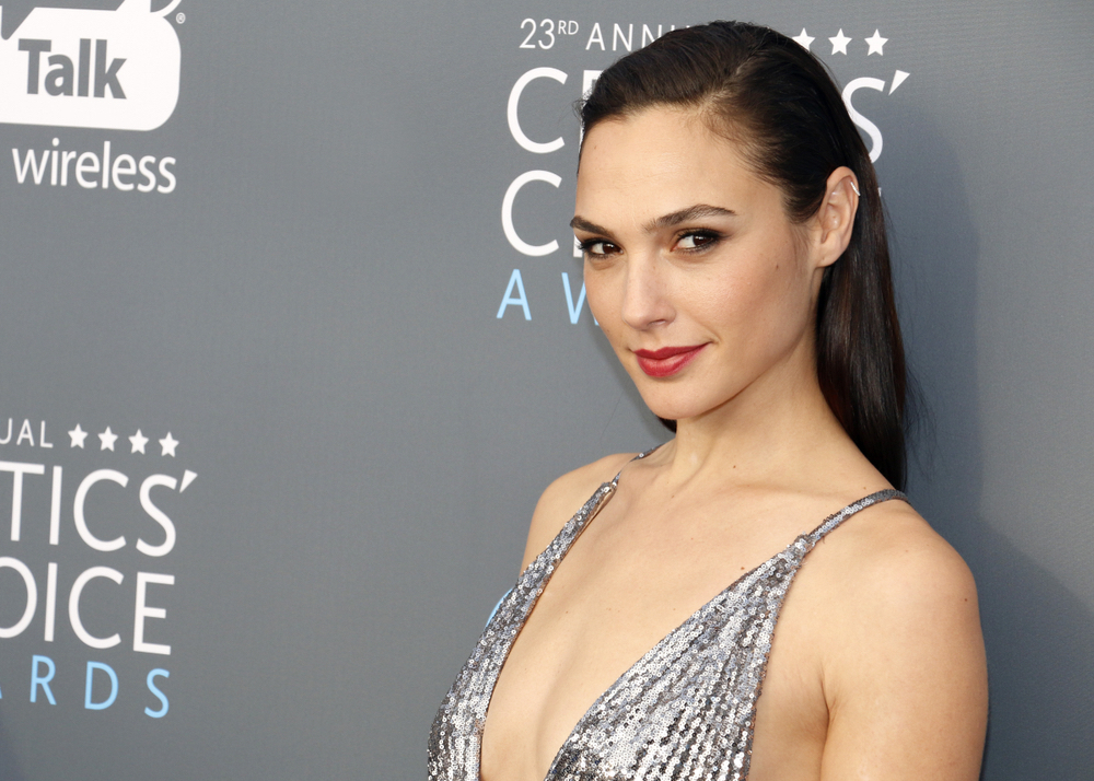 Wonder Woman Star Gal Gadot Will Be Portraying Cleopatra In Upcoming Film Directed By Patty Jenkins Gal Gadot Wonder Woman Movie Upcoming Films