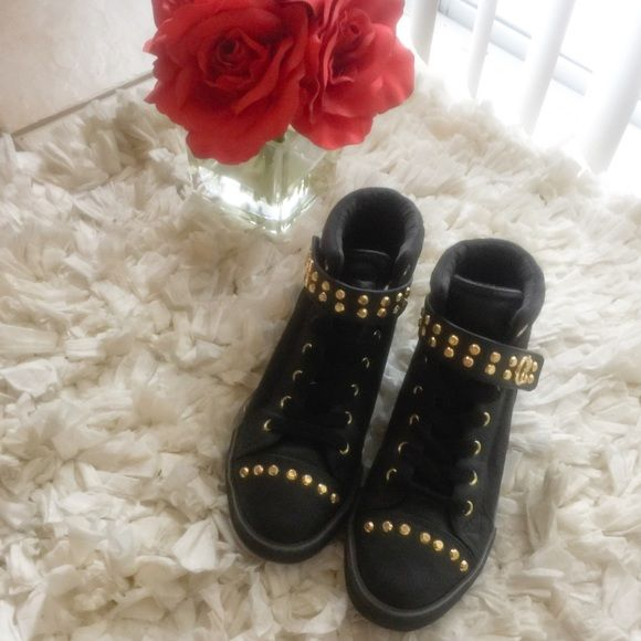 GUESS High Top Sneakers GUESS high top sneakers with gold details ! Never worn  Guess Shoes Sneakers