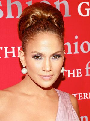 Jennifer Lopez Hairstyles - October 23, 2008 - DailyMakeover.com - wish I could pull this style.