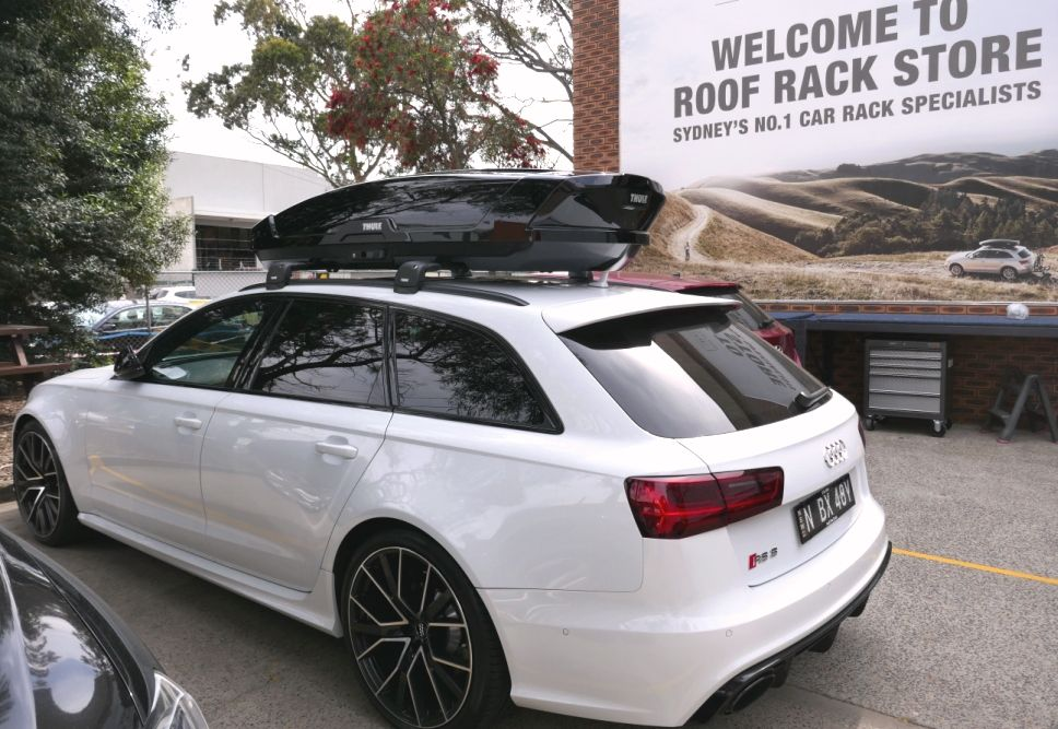 Audi Rs6 With Thule Edge Bars And Thule Motion Xt Xl Roofbox In 2020 Vw Amarok Mitsubishi Pajero Sport Roof Rack