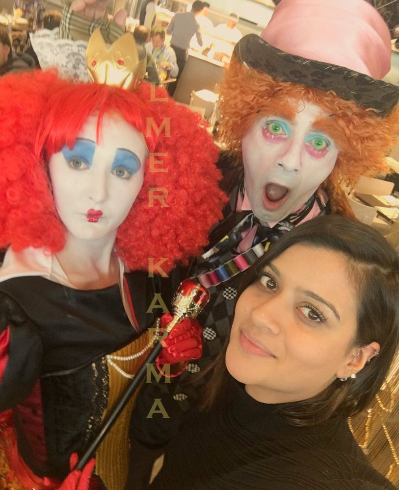 Mad Hatter Lookalike and Red Queen lookalike posing for