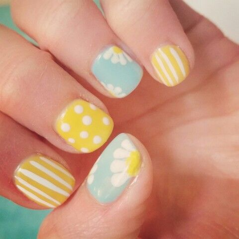 My daisy nails for Spring!