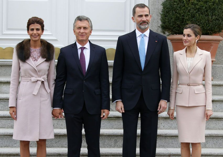 a Reina y la Primera Dama de Argentina coinciden en color y en estilo durante su primer encuentro en Madrid. 22.02.2017