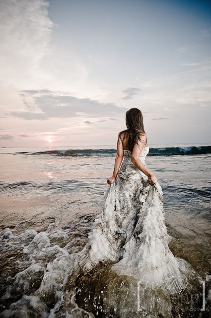 Trash The Dress In Guanacaste With Images Bride Beach