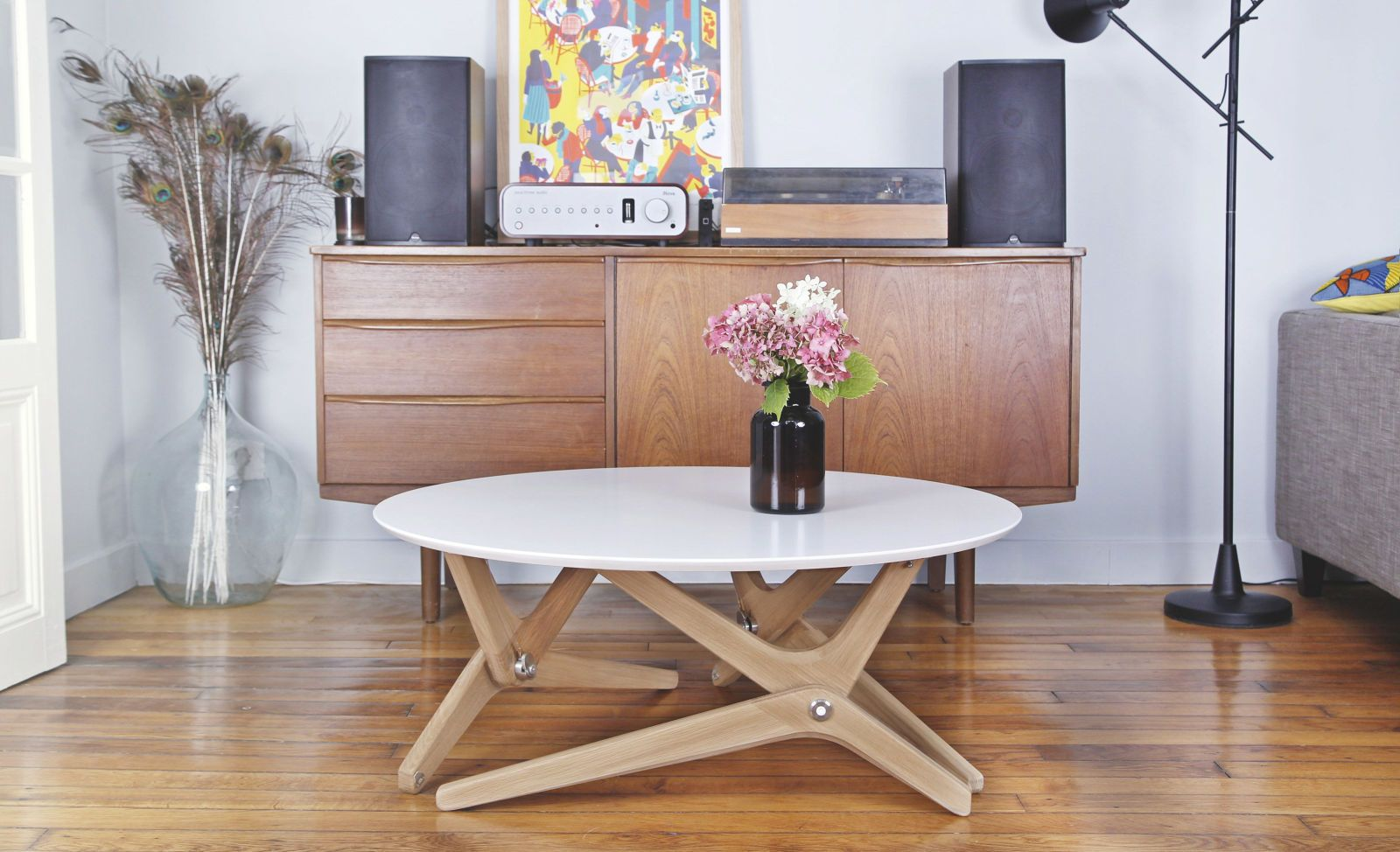 This Coffee Table Converts Into A Dining In 1 Second