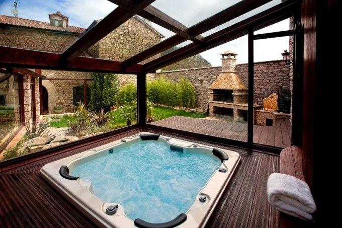 Jacuzzi en casa rural hilaris ba os en 2019 casas for Casa rural con piscina cubierta