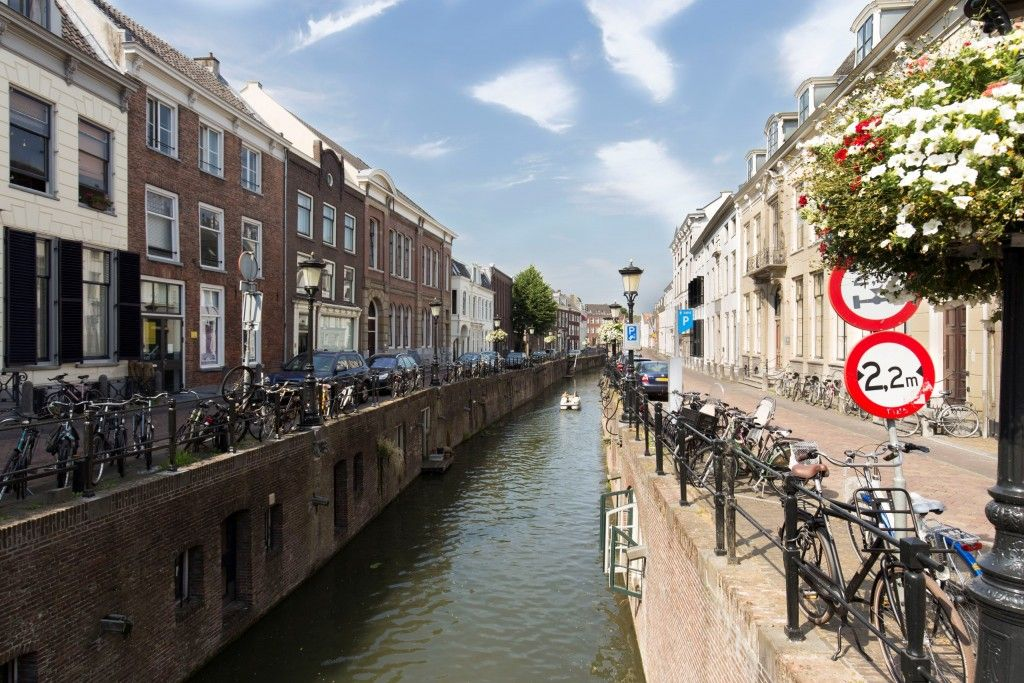 Utrecht is a city located in central Netherlands and a great city trip destination. I visited two days with my daughter the center, the Rietveld huis and the train museum.