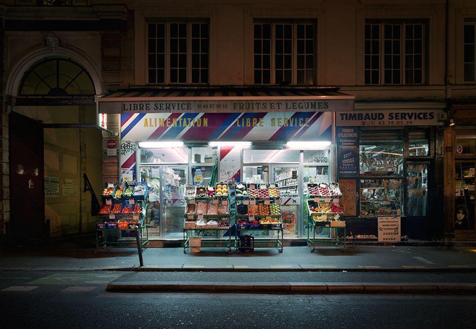 """Le """"épiceries"""" di Parigi, di notte - Il Post"""