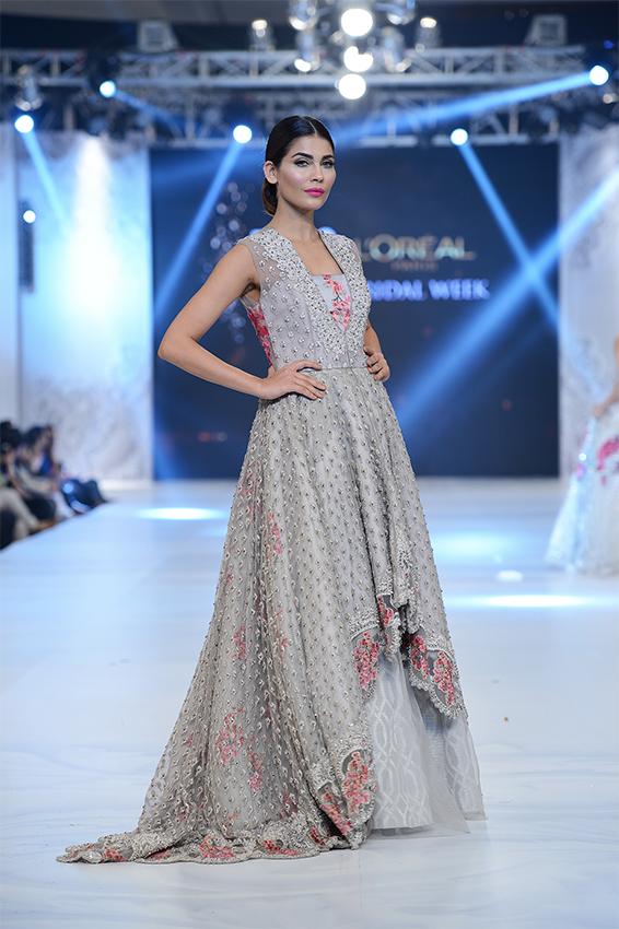 Pakistani dresses for engagements pictures