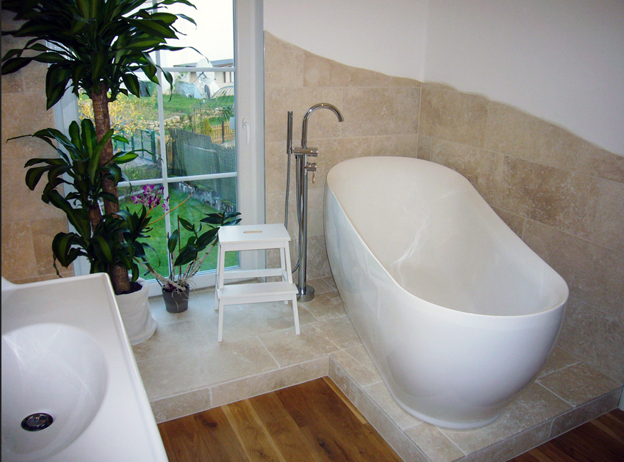 Badezimmer Mediterran Badezimmer Mit Grunpflanzen Badezimmer Mediterran Badezimmer Fliesen Travertin Fliesen