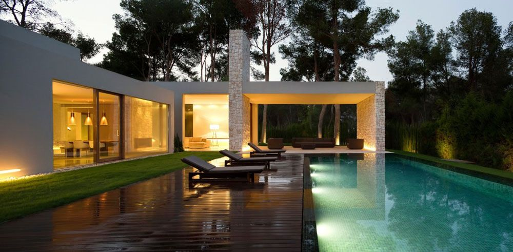 Contemporary Forest Home Anchored by Four Stone Walls - http://www.interiordesign2014.com/interior-design-ideas/contemporary-forest-home-anchored-by-four-stone-walls/