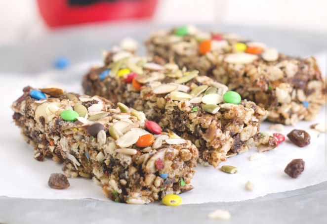 No-bake raisin nut bars by https://www.pinterest.com/familyspice/— quick to make with raisins, peanut butter and crispy rice cereal—and just in time for back-to-school! http://www.sunmaid.com/fitness/guest-food-bloggers/back-to-school-with-no-bake-raisin-nut-bars/.