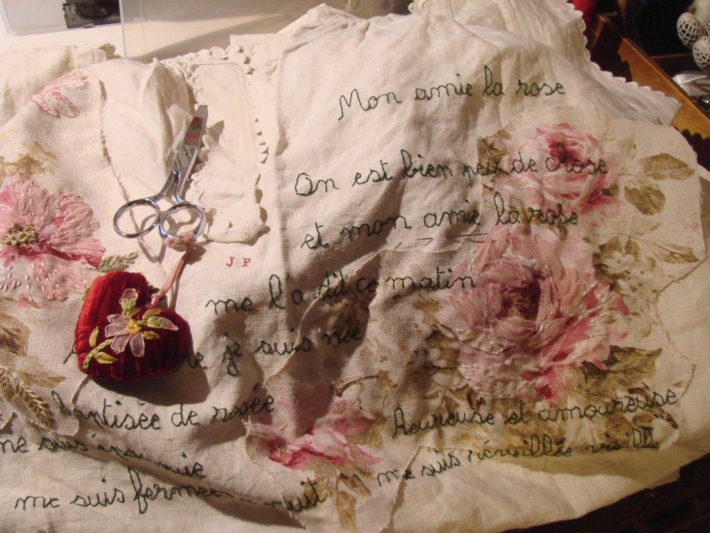 Sur ma table de travail … vêtement de la valise de Nadine Levé