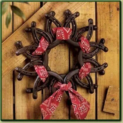 Layered horseshoe wreath