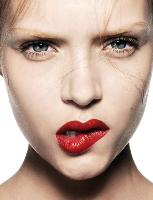 Bold Lips #style #fashion #jeanlouisdavid #girl #fashion #city #sexy #loveit #trendy #musthave #spirit #energy #city #style Inspiration Jean Louis David