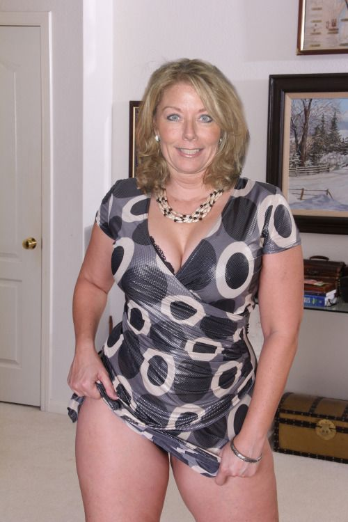 Candid amatuer milf photos