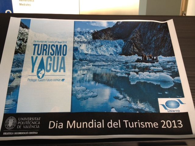 """Cartel """"Dia Mundial del Turismo"""", con el lema """"Turismo y Agua"""""""