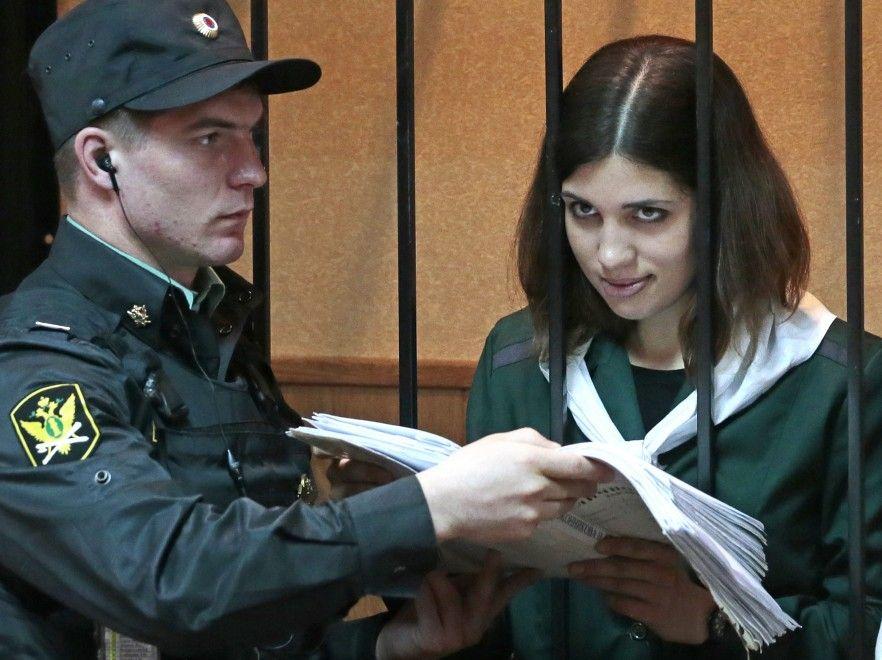 È cominciata l'udienza della Corte di Zubova Polyana, in Russia, che prende in considerazione la richiesta di scarcerazione presentata da una delle tre Pussy Riot, Nadia Tolokonnikova. La giovane, 23 anni, è stata incarcerata l'anno scorso insieme alle altre due componenti della band d