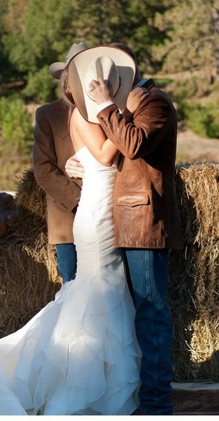 I could pin everything from this wedding...A Cowgirl Wedding at Atwood Ranch » Tia & Claire Studio Blog
