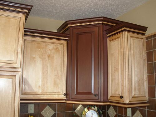 Mixing cabinets colors (mirror, countertops, sink, kitchen cabinets ...