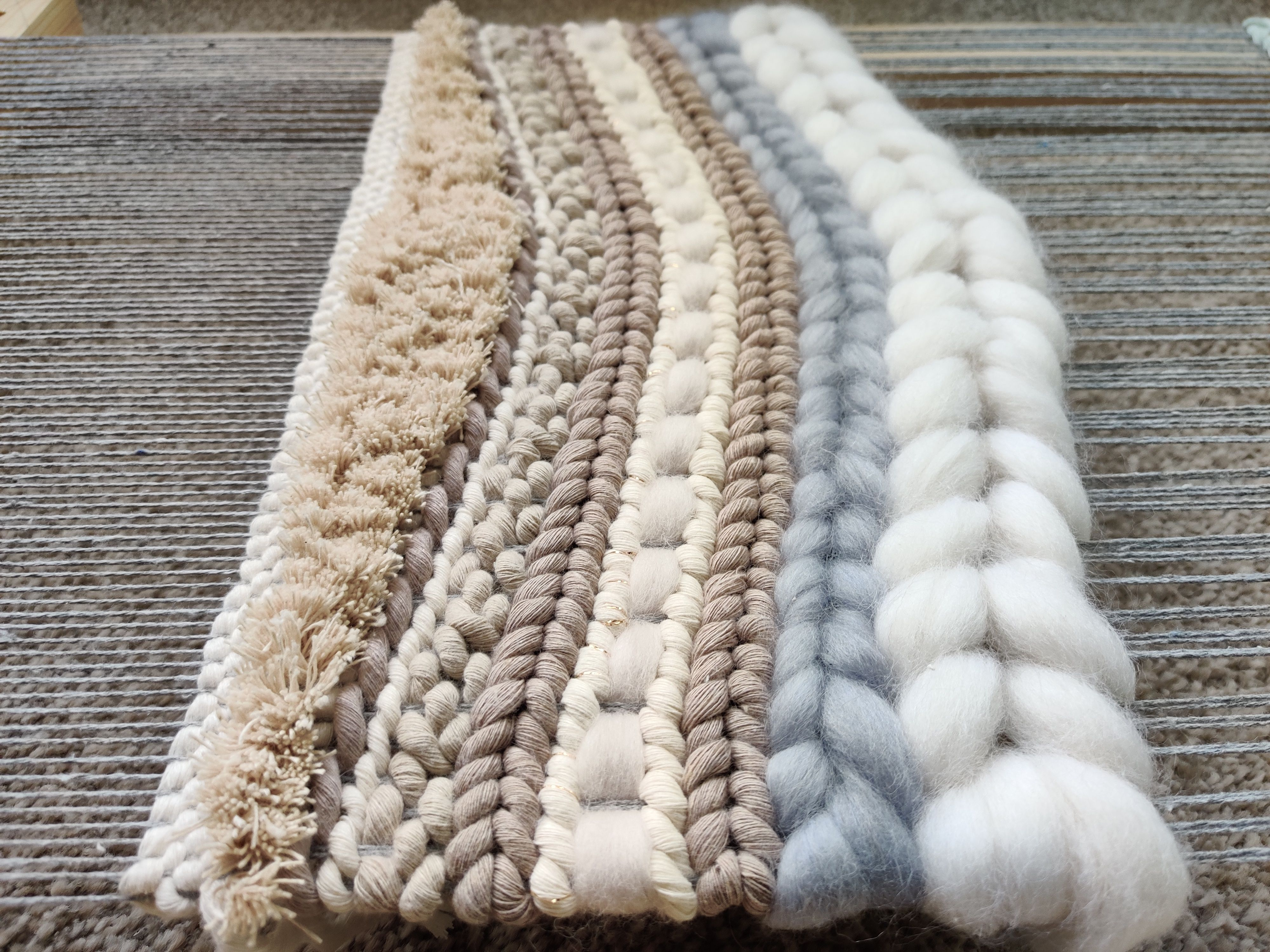 #weaving #weavingart #wip #mordernweaving #weaversofinstagram #weavingart #weavingloom #wovenart #wovenwallhanging #wallhanging #woventextiles #fiberart #fiberartist #cottonstring #modernweaving