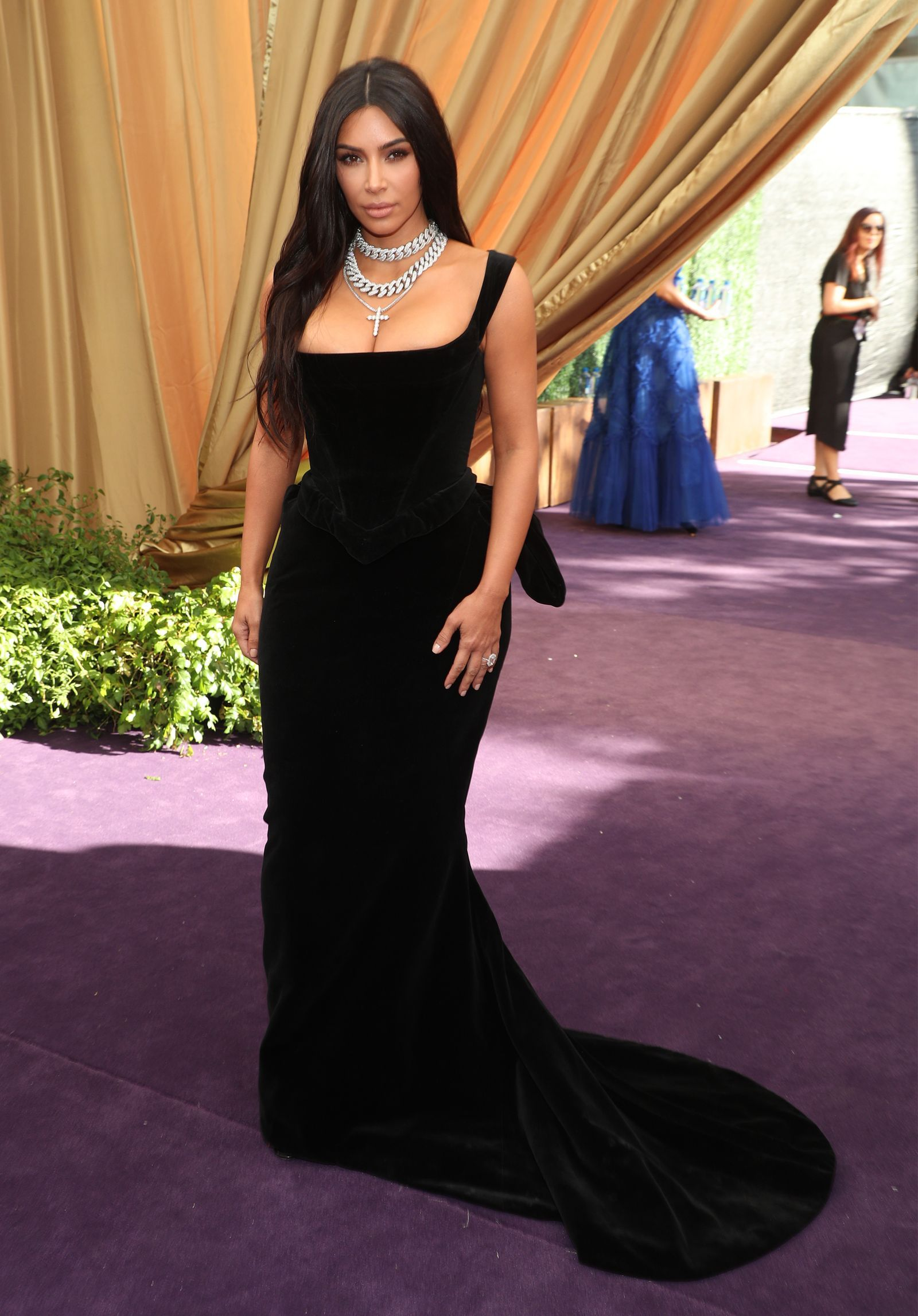Emmy Awards 2019 Red Carpet Celebrity Dresses Khloe Kardashian Dress Kim Kardashian Dresses [ 2294 x 1600 Pixel ]