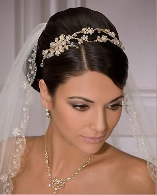 Choosing The Perfect Bridal Tiaras Wedding Veils Short Wedding Hairstyles With Veil Fingertip Wedding Veils