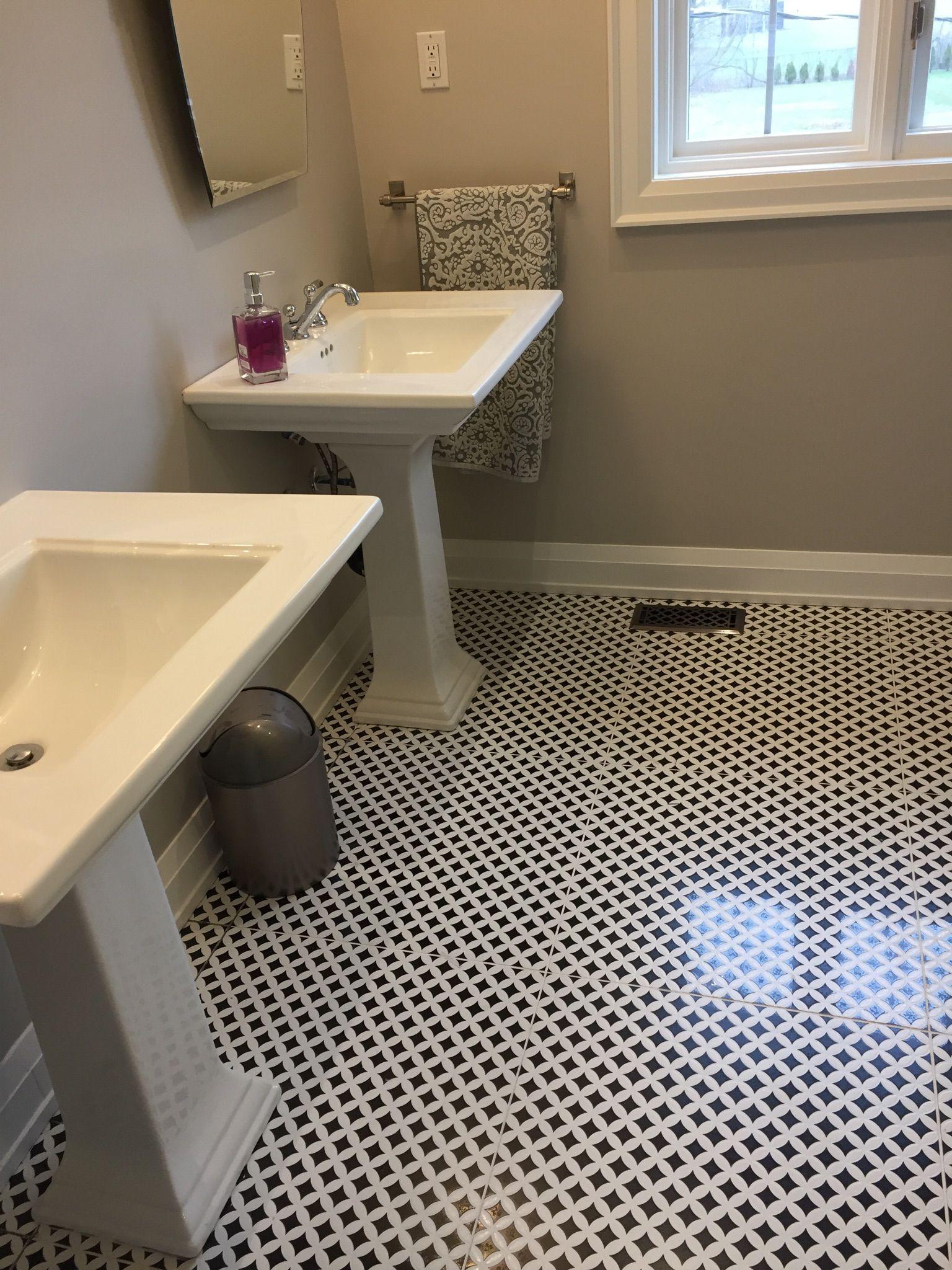 24x24 Deco D Antan Etoile Noir Blanc Kitchens Bathrooms Bathroom Renovations Tile Bathroom