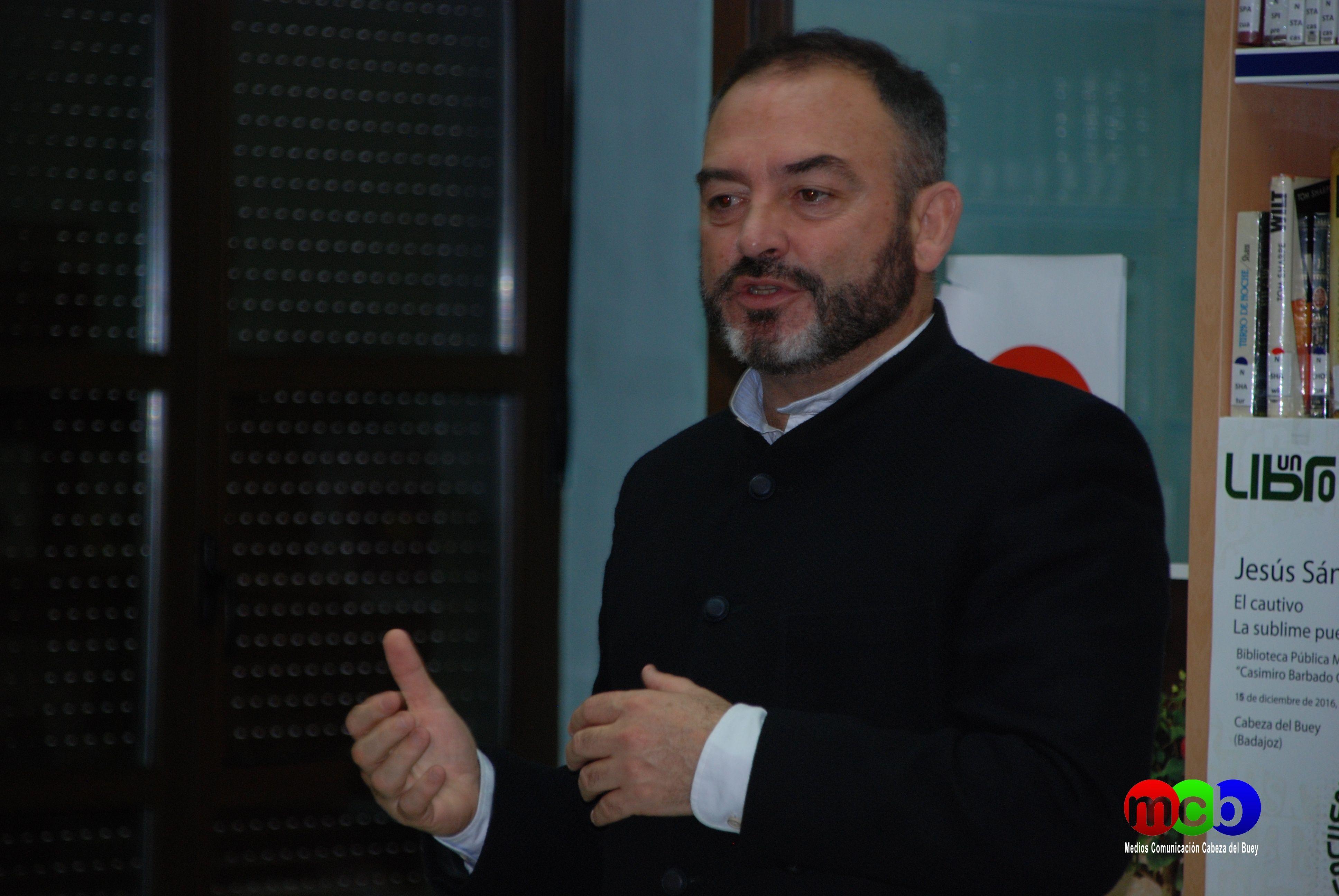 """Cabeza del Buey. Encuentro con Autor. Jesús Sánchez Adalid en la Biblioteca Pública Municipal """"Casmiro Barbado González"""" el 15 de diciembre de 2016"""