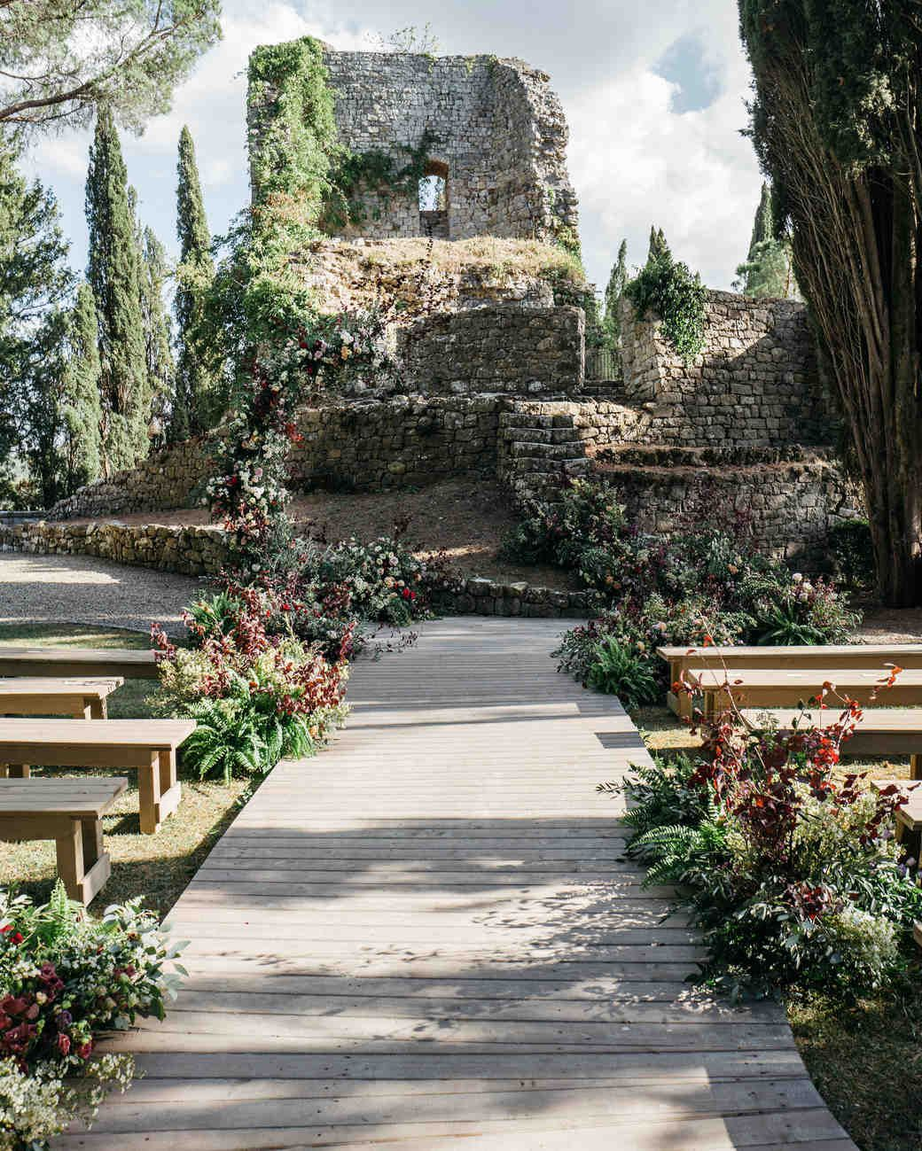 Real Weddings In Tuscany: Ancient Castle Ruins Served As The Backdrop For This