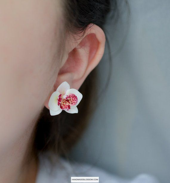 White Orchid Stud Earrings Flower Studs Phalaenopsis White Etsy Flower Studs Stud Earrings White Earrings