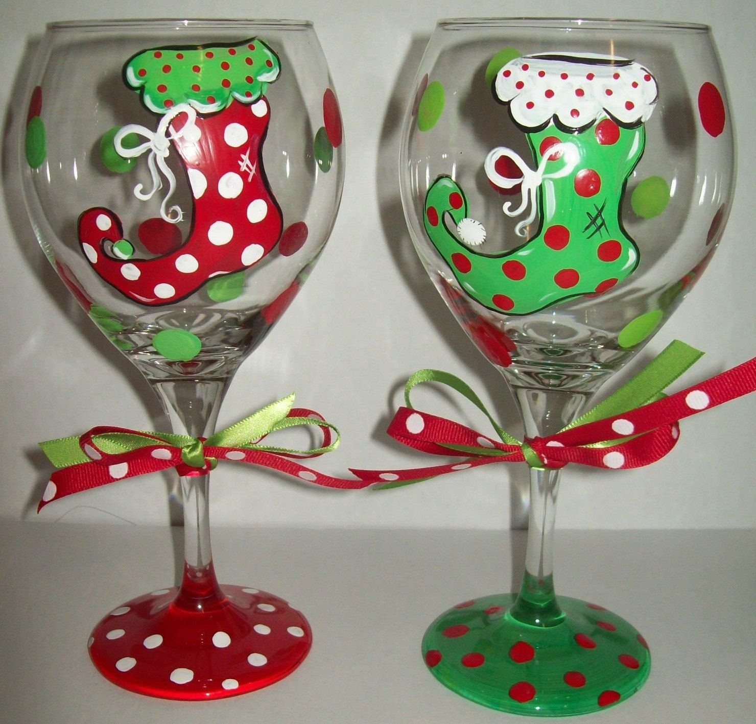 Floppy christmas stocking wine glasses christmas crafts for Holiday wine glass crafts