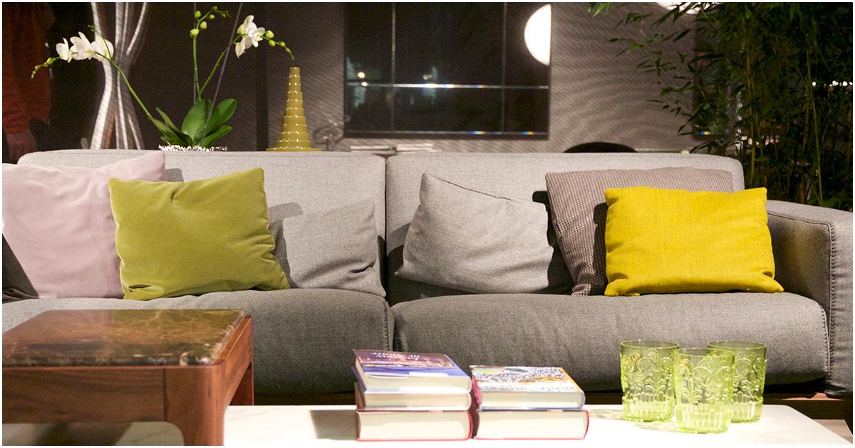 Taupe Kleur Interieur : Interieur kleur voor geel grijze bank met geel en groen