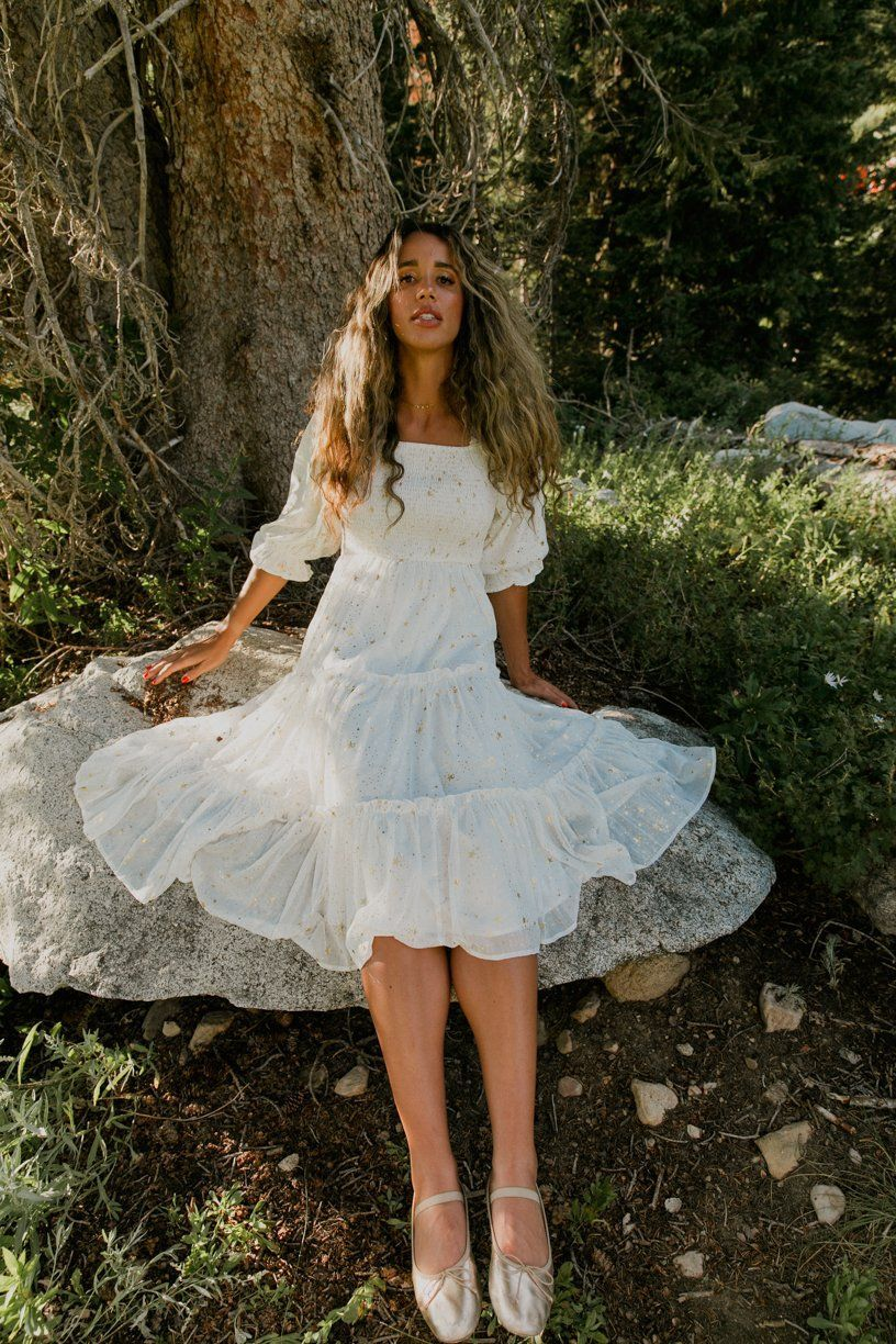 30 Whimsical Cottagecore Outfits That Are Great For Spring And Summer In 2021 White Flowy Dress Fairytale Dress Beauty Dress [ 1224 x 816 Pixel ]