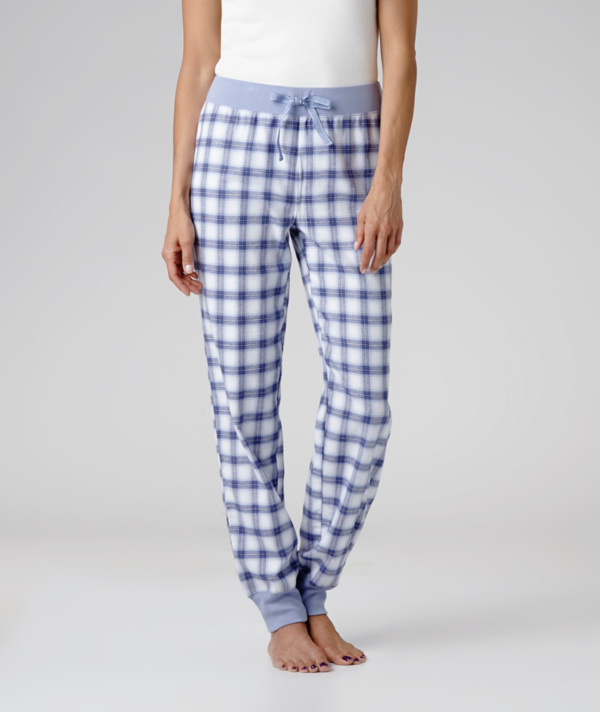You'll feel comfortably relaxed on your days off when you wear these soft flannel pants that feel great against your bare skin. The solid colour waistband and leg cuffs complement the checkered pattern, while elastic at the inner waist gives you a close fit, tailored precisely for you. Add a simple tank top for sleeping or a complementary sweatshirt and you're all set for a Friday movie and a roaring fire.   Mark's Work Wearhouse, Yorkton