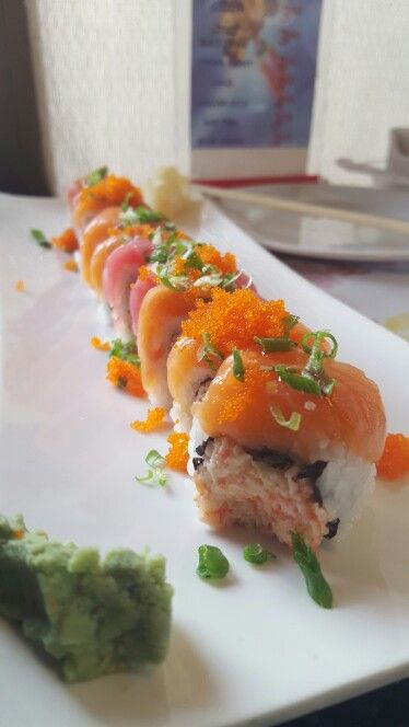 Any sushi lovers? Enjoy this picture!