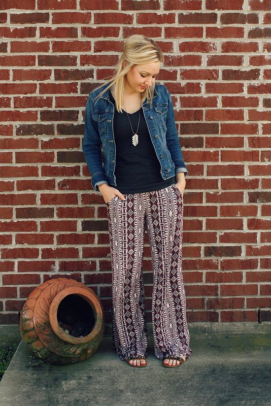 36c7db5e1eb5d Keep your palazzo pants looking sleek by pairing with a fitted top and a  denim jacket.