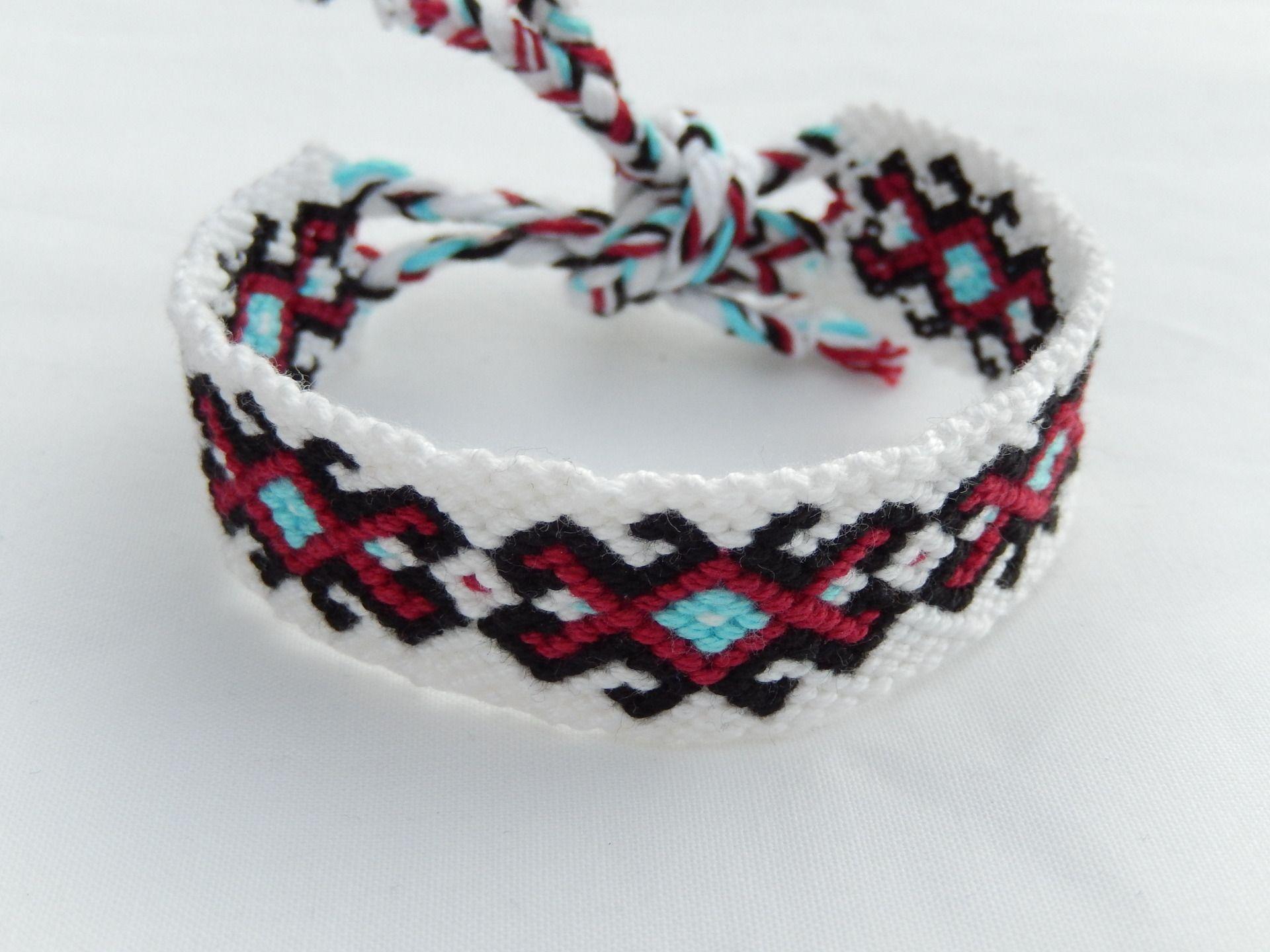 Bracelet brésilien motif indien 4 couleurs , Ref116  Bracelet par breizh, bracelets