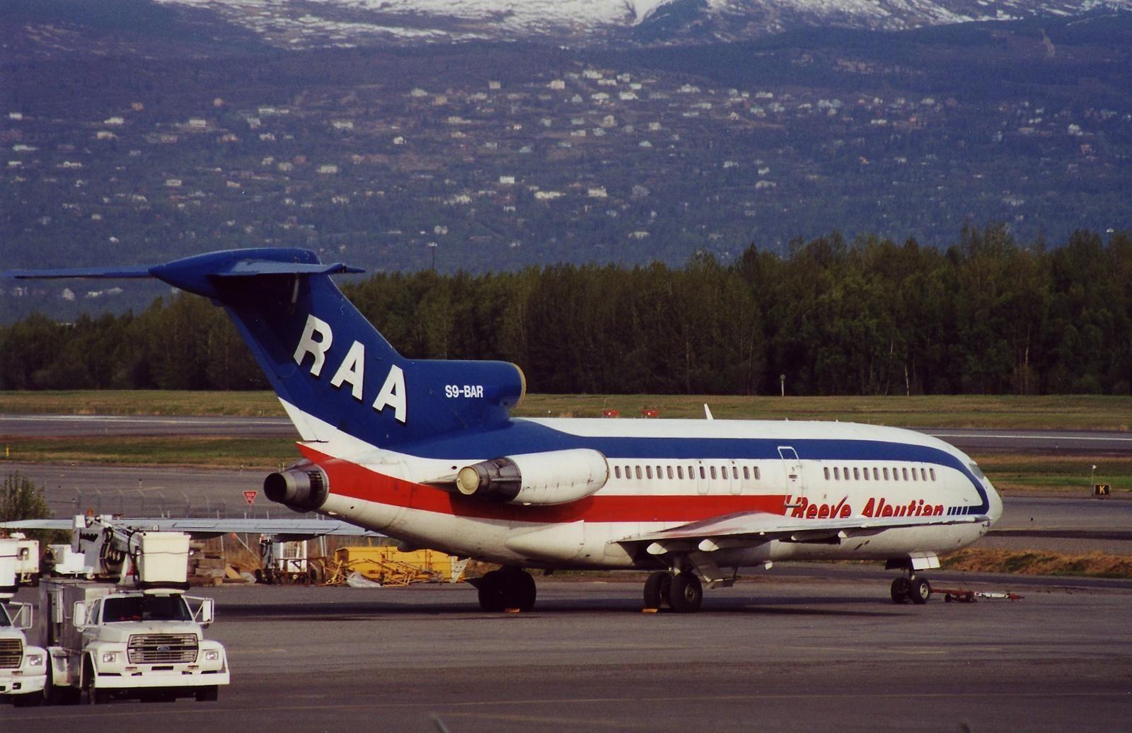 Boeing 727-22C - Reeve Aleutian Airways