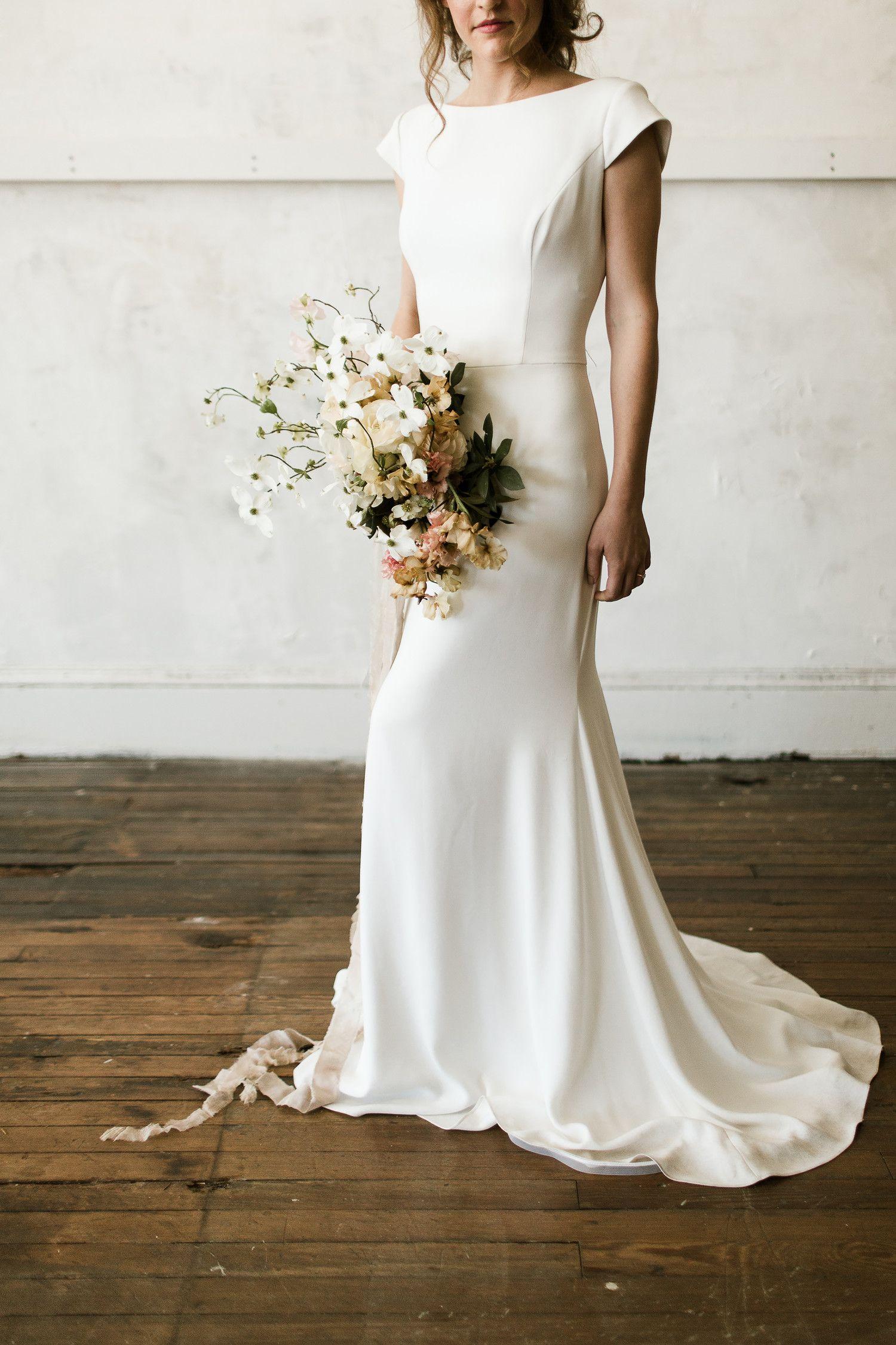 A Floral Trend We Re Loving Dogwood Wedding Bouquets Minimalist