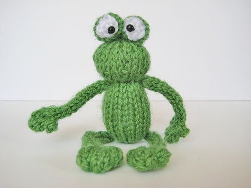 Frog From The Bugs And Frogs Toy Knitting Patterns From Fluff And