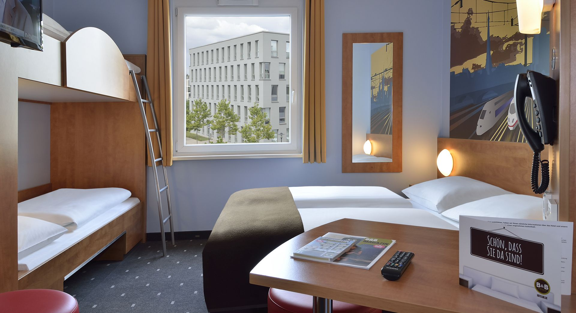 Familienzimmer im B&B Hotel Saarbrücken-Hbf | Saarbrücken | Pinterest