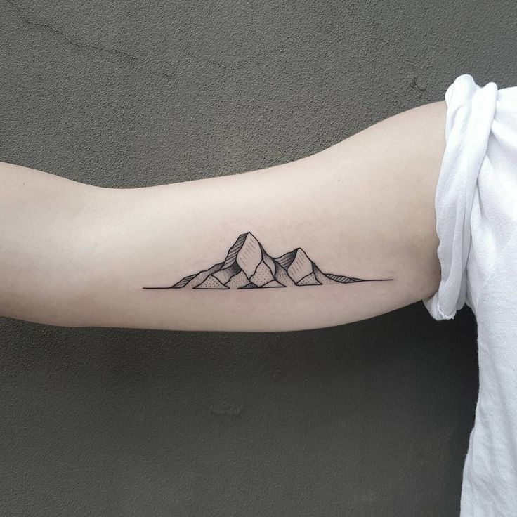 Small Geometric Mountains Tattoo On Bicep Jpg 736 736 Trendy Tattoos Simplistic Tattoos Tattoos