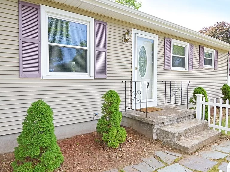 172 Newhouse St, Springfield, MA 01118 | MLS #72666695 | Zillow