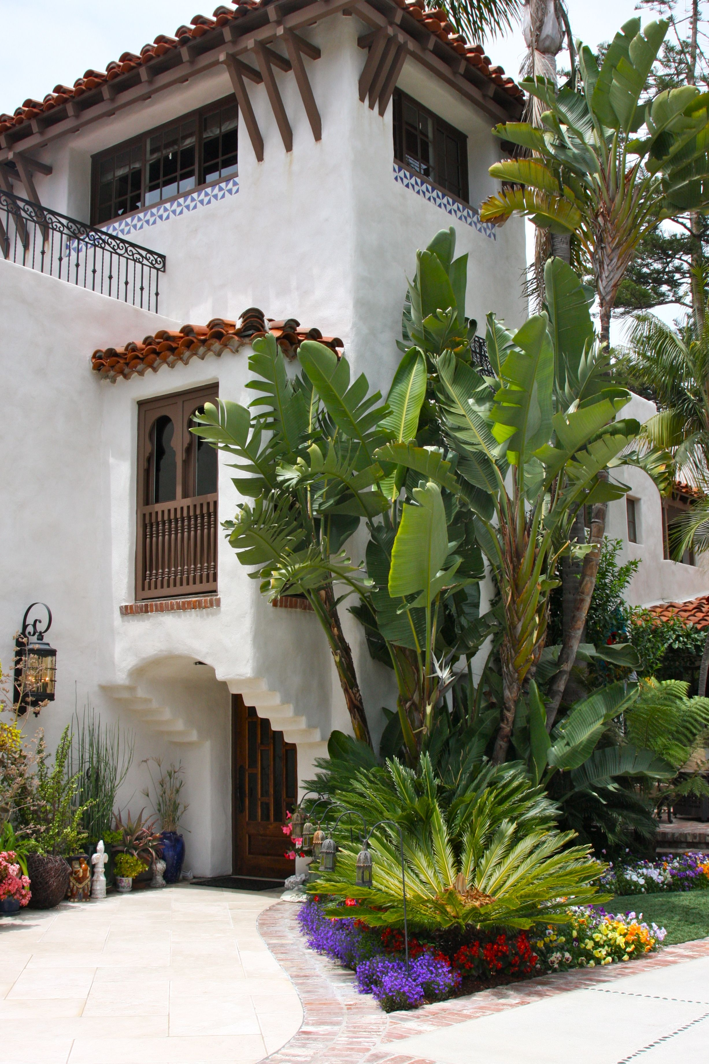 Pin By Persian Kitty Kat On Gardening Spanish Style Homes Spanish Colonial Homes Spanish House