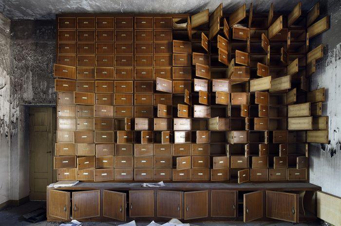 Les plus beaux lieux abandonnes en Italie The Unburnt Library, Italy, 2013