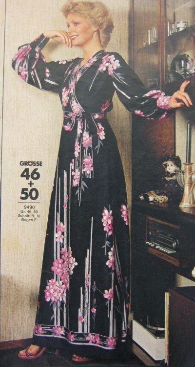 Años 70' - Salto de cama de tela estampada. Revista Burda.