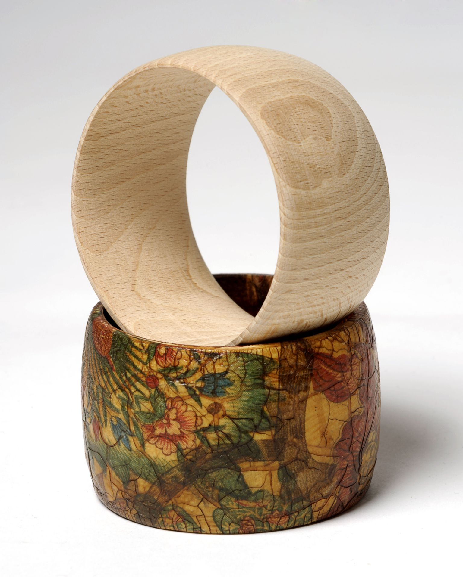 Pulsera de madera de haya con decupage y craquelado for Muebles ezcaray