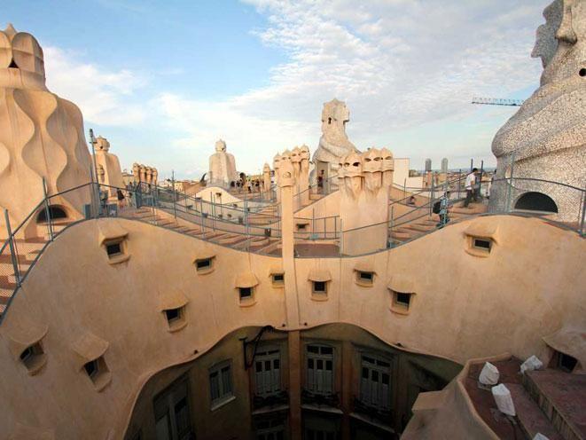 La Pedrera - Gaudi. Barcelona, Spain. | Barcelona ...